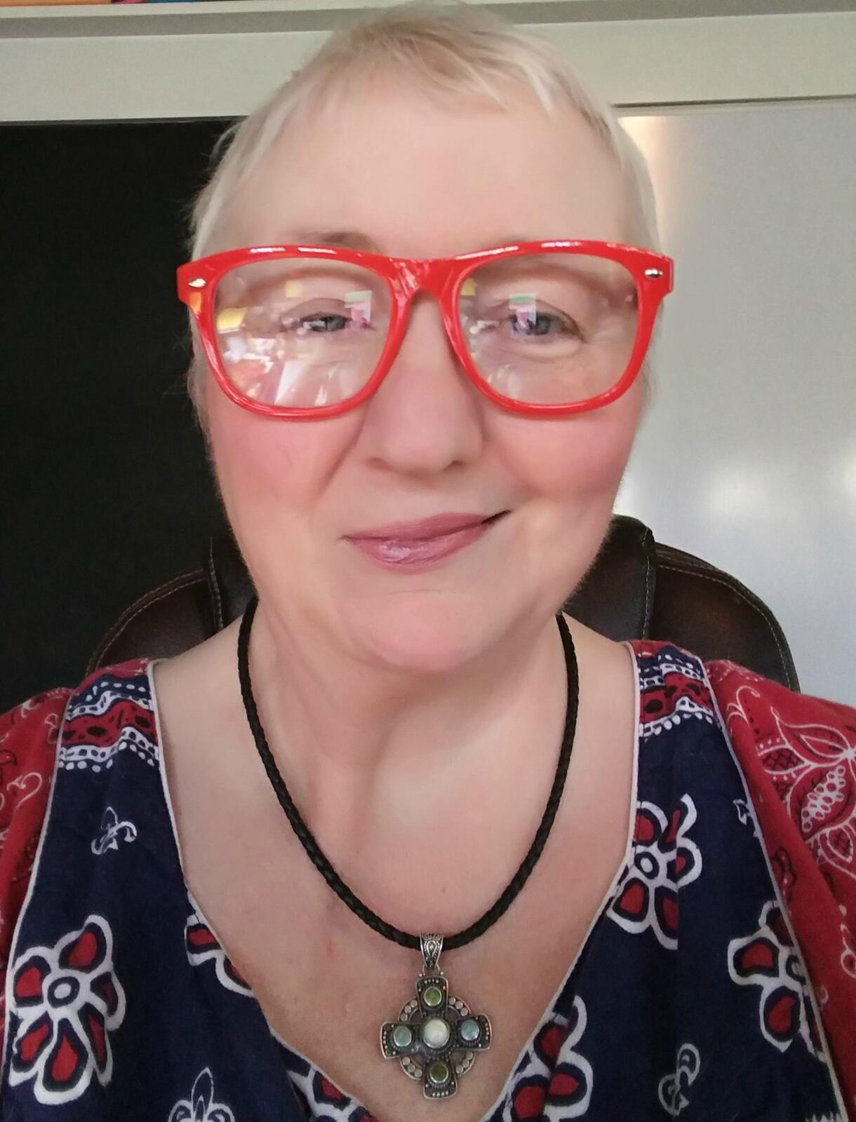 Wabi Sabi Woman - 3/22/17 Podcasting on a day after therapy when fears arose; Pugs and white tile floors!