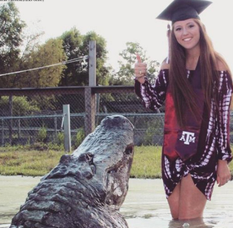 Texas A&M Student Takes Viral Photo With Gator