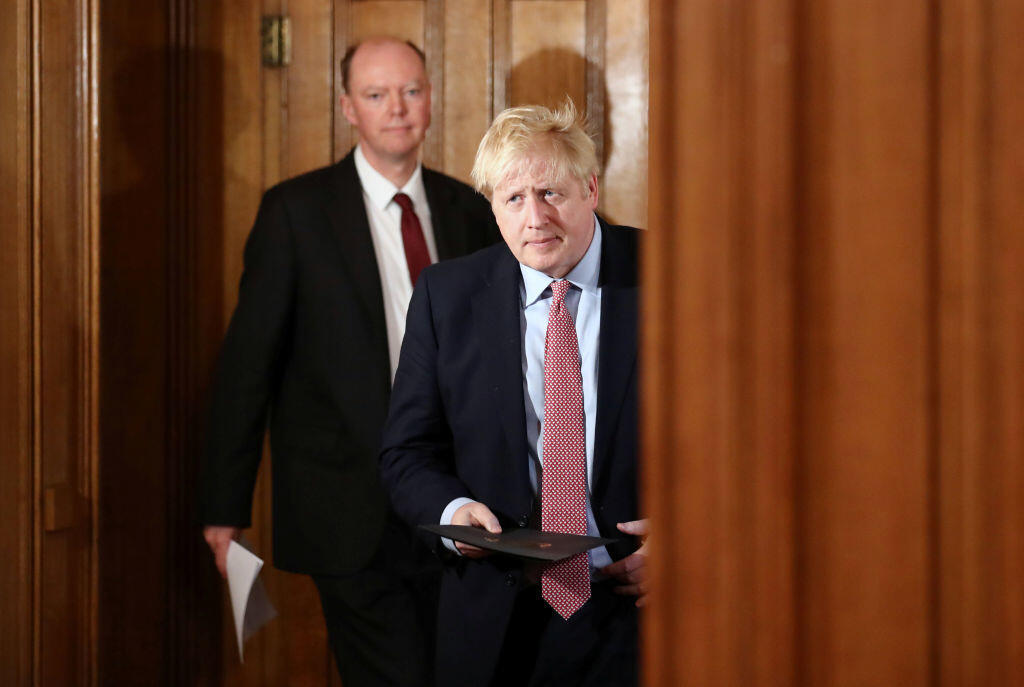 Boris Johnson pauses lockdown easing