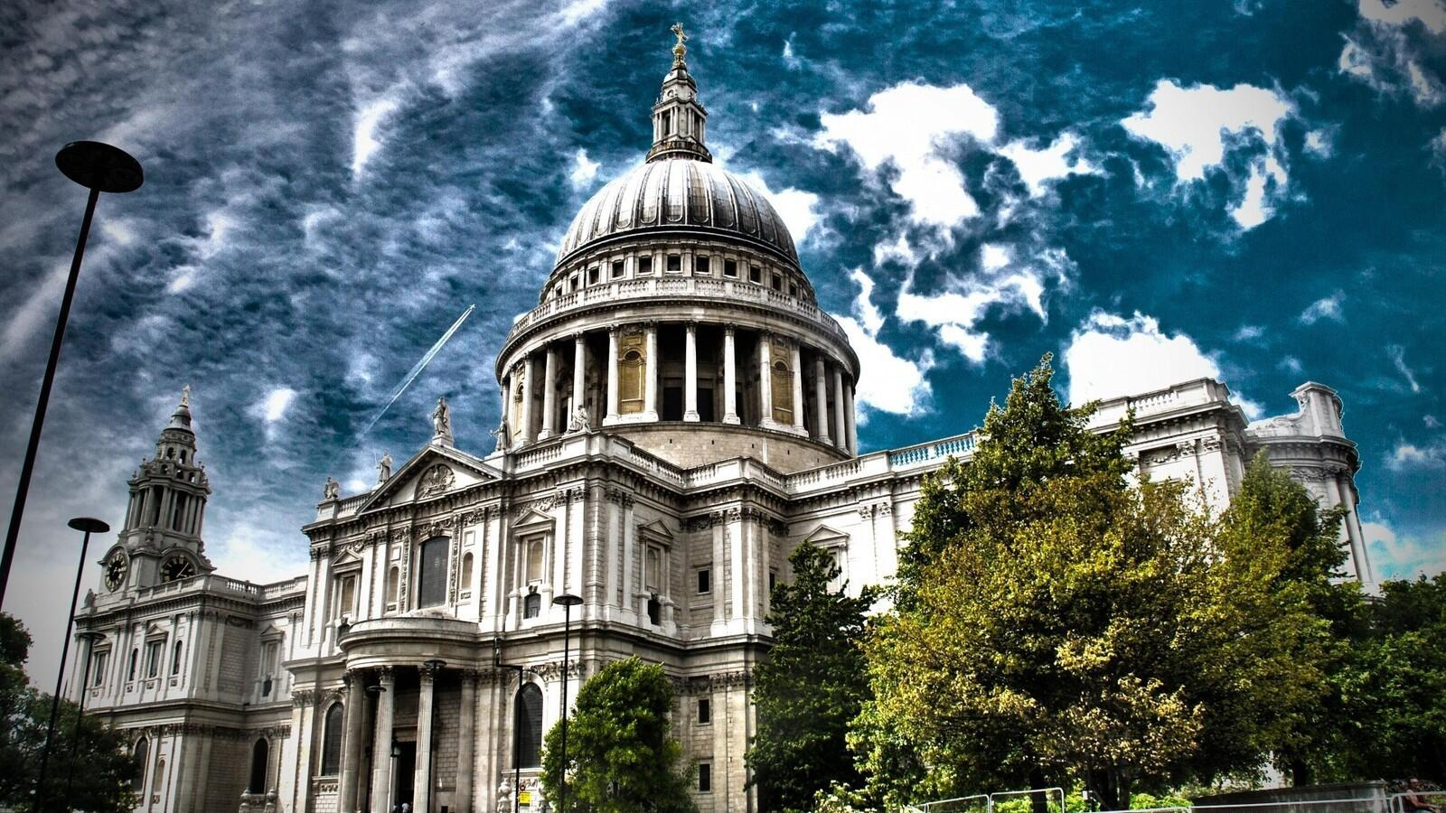 The Resident Spirits Of St. Paul's & the Great Fire(s) of London.